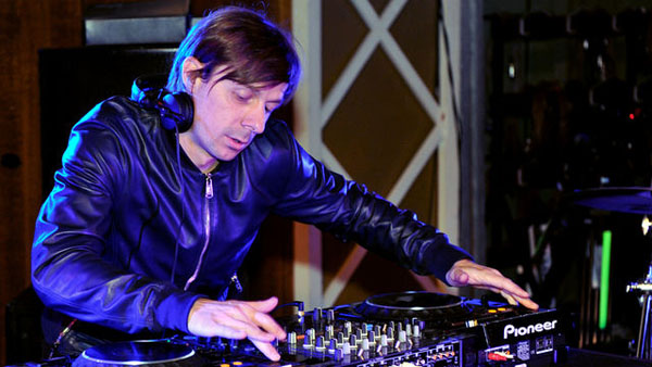 BBC Radio 1 Essential Mix 2011-07-16 Martin Solveig